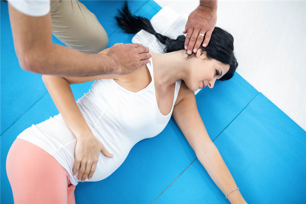 4 Reasons You Need Chiropractic Care When You're Pregnant